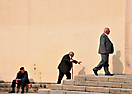 Anziani sul sagrato della Chiesa della B.V. di Monserrato